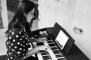 An introduction to chord progression on piano